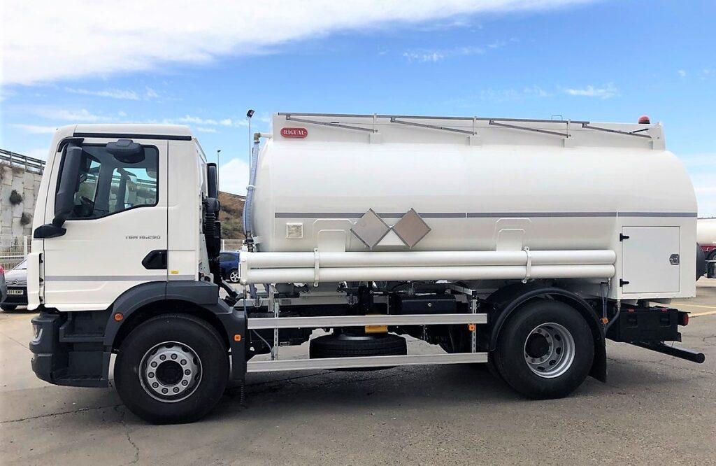 Camión cisterna Rigual de 12000 litros y 3 compartimentos para aceites usados