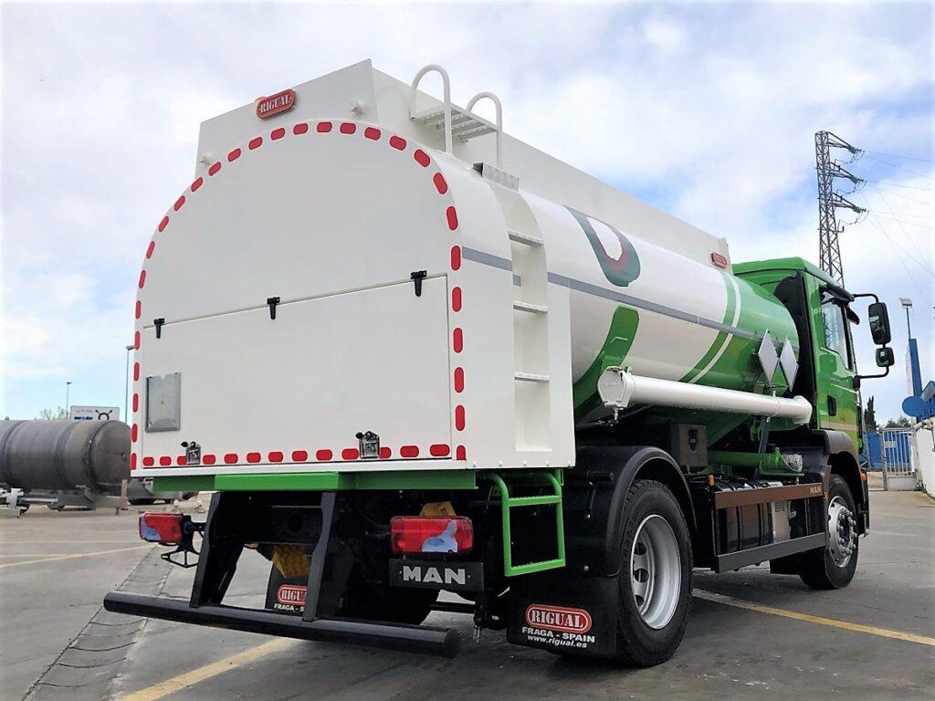 Camión con cisterna Rigual de 10000 litros y un solo compartimento para aceites usados
