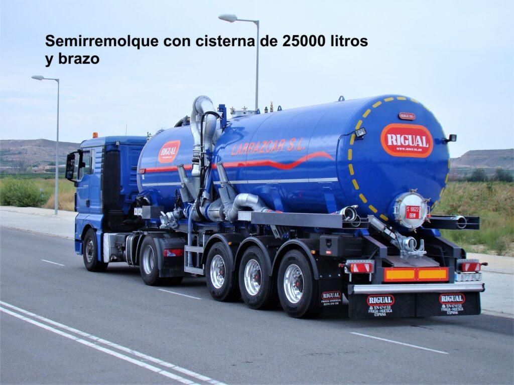 Semirremolque con cisterna rigual de 25000 litros y brazo