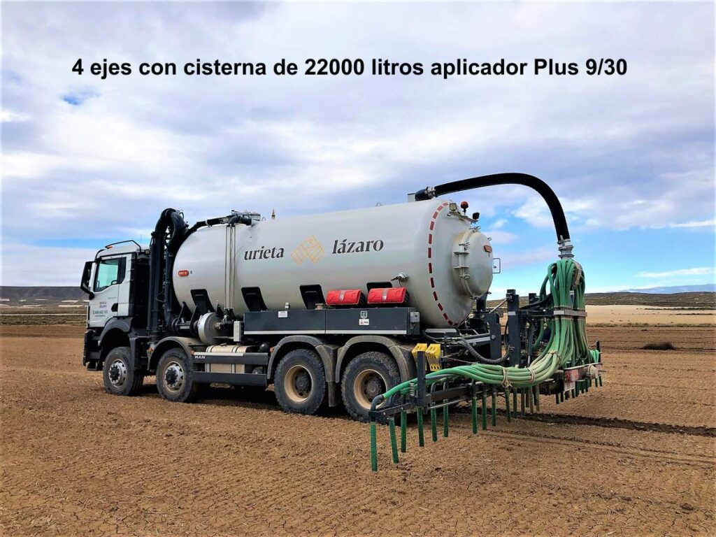 Camión de 4 ejes con cisterna Rigual 22000 litros