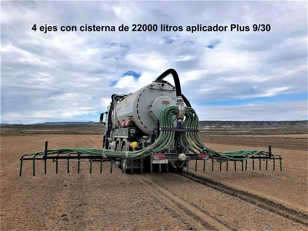 Camión de 4 ejes con cisterna Rigual 22000 litros y aplicador plus 9/30