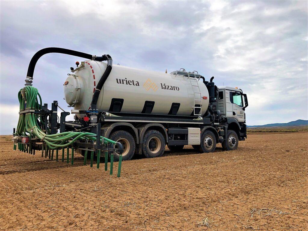 Camión de 4 ejes con cisterna de 22000 litros rigual y aplicador plus 9/30